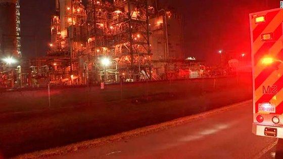 Autoridades estão a investigar a fuga de ácido acético