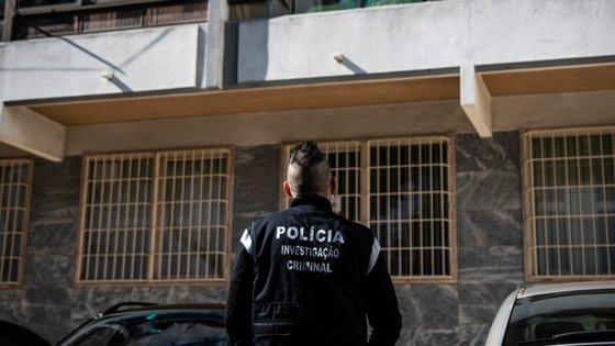 Foi detido pela prática de um crime contra a liberdade e a autodeterminação sexual