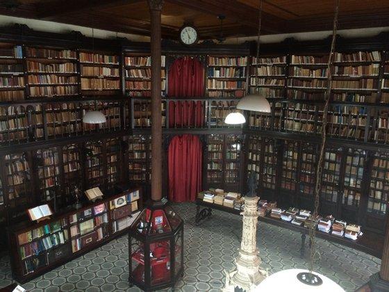 O Gabinete Português de Leitura tem 22 mil livros. 12 mil estão neste momento na biblioteca, os restantes a serem catalogados