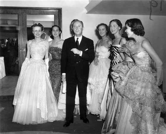 25th April 1950:  Fashion couturier Christian Dior (1905 - 1957), designer of the 'New Look' and the 'A-line', with six of his models after a fashion parade at the Savoy Hotel, London.  (Photo by Fred Ramage/Keystone/Getty Images)
