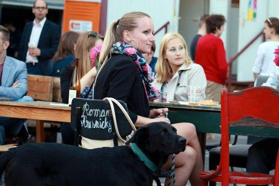 Jovens checas no Festival de cultura Portuguesa em Praga