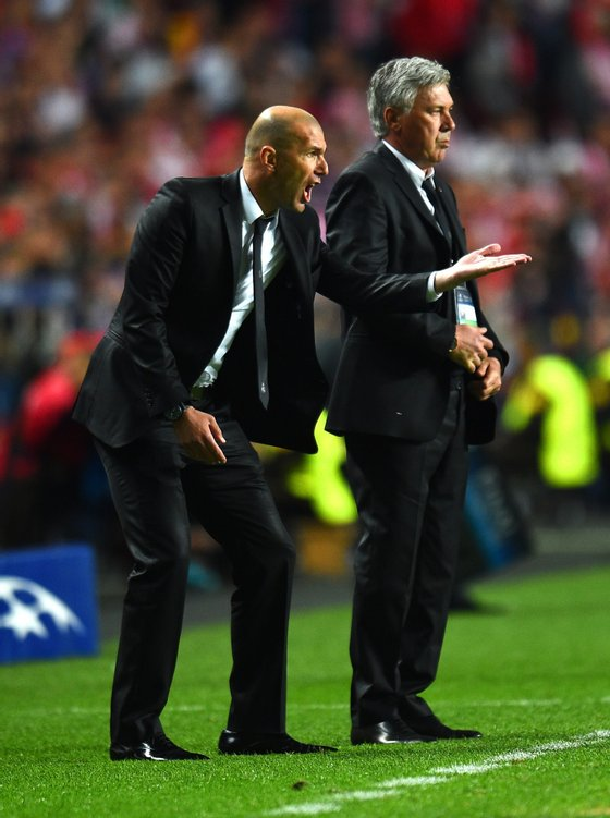 LISBON, PORTUGAL - MAY 24: Head Coach, Carlo Ancelotti of Real Madrid looks on as Assistant coach Zinedine Zidane of Real Madrid as he shouts instructions during the UEFA Champions League Final between Real Madrid and Atletico de Madrid at Estadio da Luz on May 24, 2014 in Lisbon, Portugal. (Photo by Shaun Botterill/Getty Images)