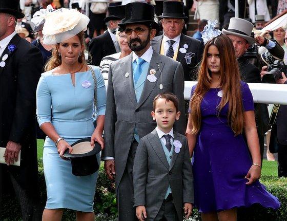 O emir, a mulher e os dois filhos: Zayed e Al Jalila em Ascot (PA Images via Getty Images)
