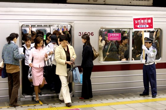 """""""Women Only"""" Carriages Introduced On Nine Private Railways And Subway Trains In Japan"""