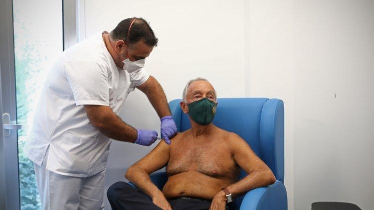 """Todos os que queiram vacinar-se serão vacinados"""", garante Marcelo Rebelo de  Sousa – Observador"""